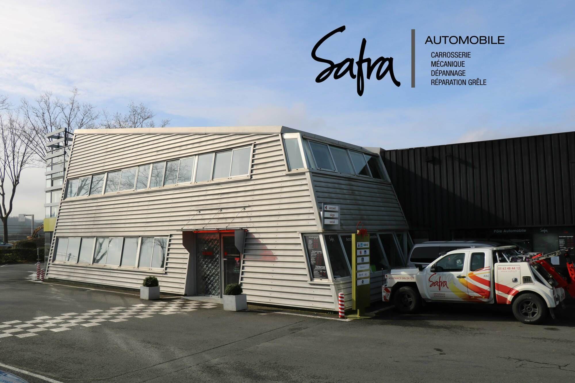 Affiche de l'accueil de SAFRA Automobile avec logo