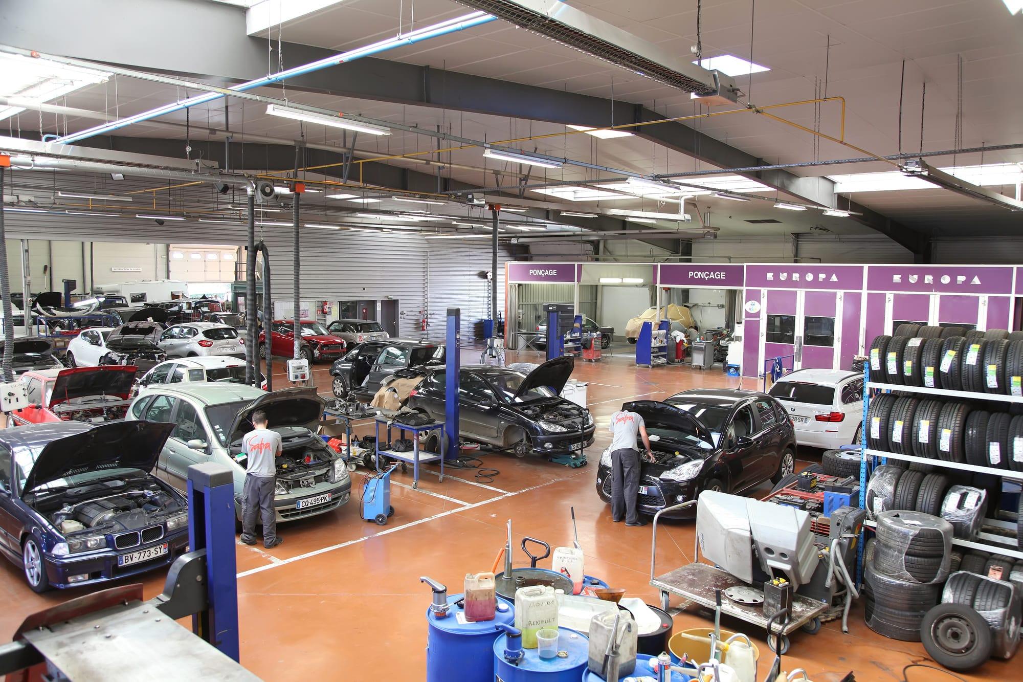 Vue d'ensemble de l'atelier du garage de SAFRA Automobile
