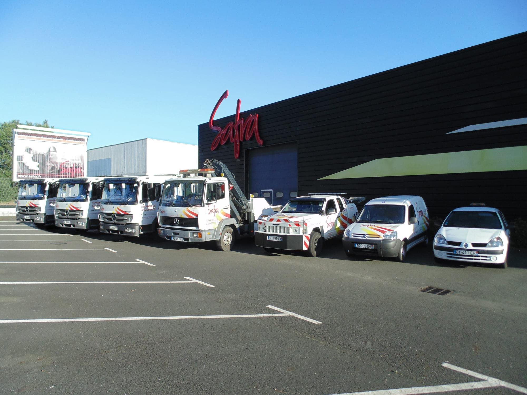 Alignement des dépanneuses et voitures utilitaires du service dépannage de SAFRA Automobile à Albi