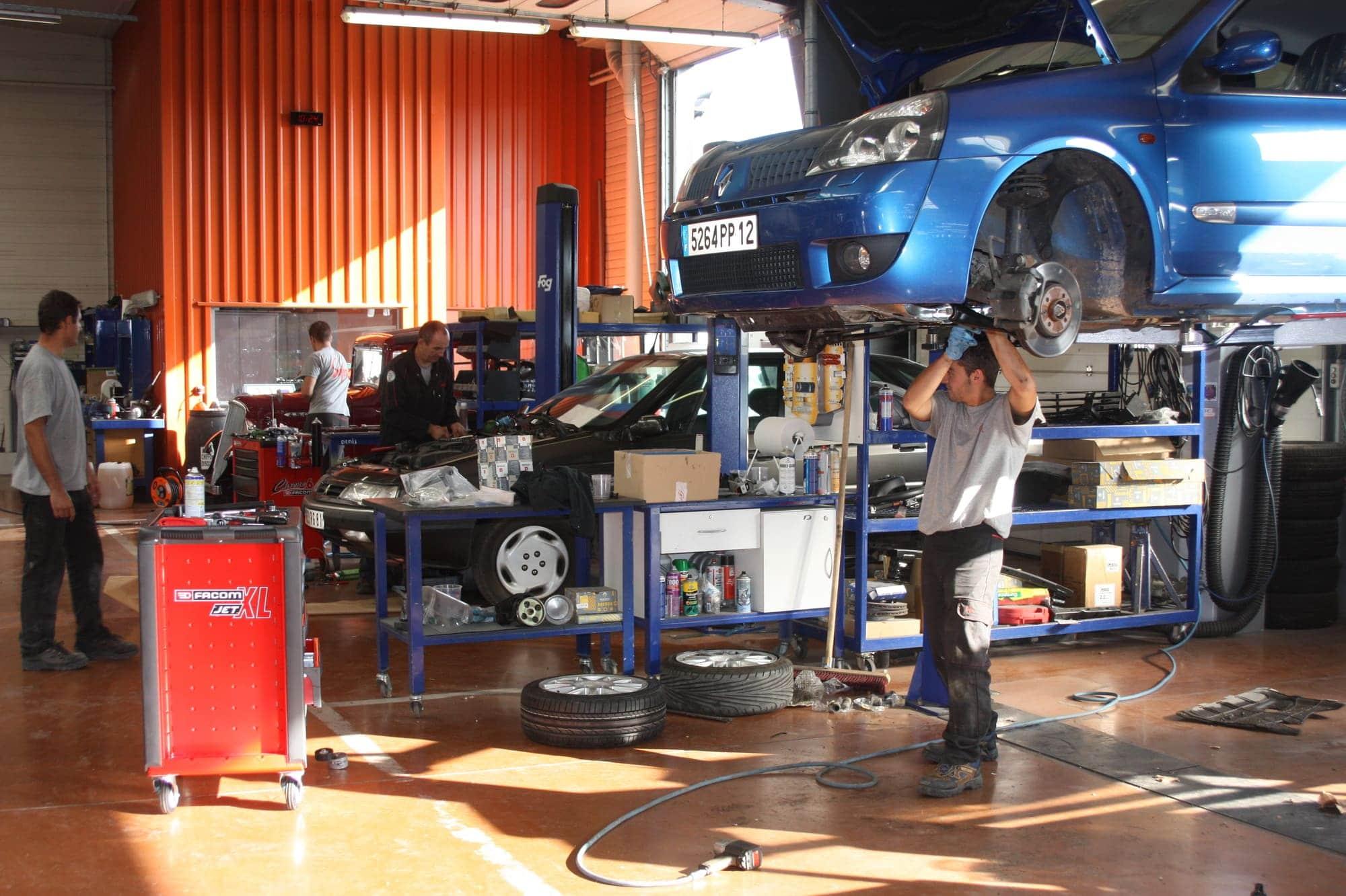 Vue intérieur des ateliers de SAFRA Automobile Service Mécanique